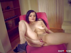 Curvy chick Nicole tickles her cunt with HotGVibe