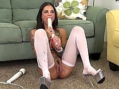 Sexy Bonnie Rotten keeps her stockings on while toying both love spots