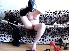 Big tit busty milf housewife amateur fingering